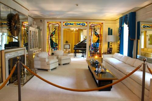 Elvis' living room